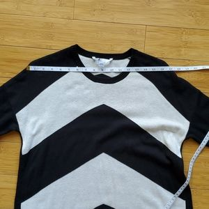 Volcom Sweaters - VOLCOM Black white long pullover sweater L 14